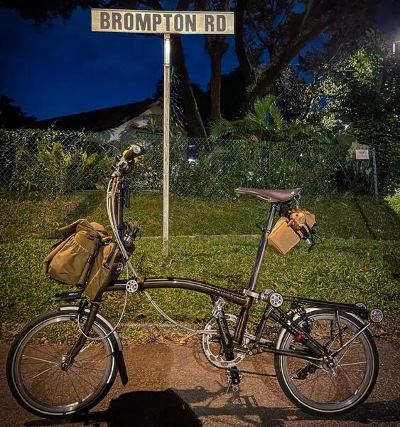 Brompton Black Lacquer    Togoparts Rides