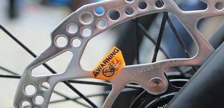 UCI confirms the reinstatement of disc brakes for road racing