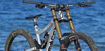 Sennes DH 29: The first production downhill bike with 29″ wheels